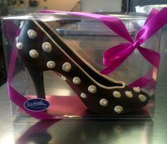 Dark chocolate high heel shoe with white chocolate polka dots. @peterbrookewp