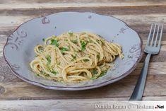 Pasta Ammuddicata ist Pasta mit Semmelbröseln. Dieses Rezept stammt aus Süditalien und wird in Kalabrien an der Vigilia di Natale, dem Heiligabend serviert.