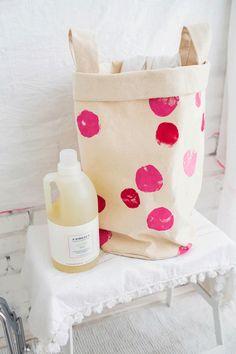 Hace y decorá vos mismo tu cesto laundry - Trapitos.com.ar - Blog Hamper, Diy Crafts, Sewing, Style, Craft, Molde, Home, Sewing Lace, Sew Pillows