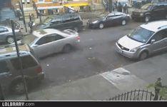 Estacionar o carro para esta mulher parece ser uma missão impossível