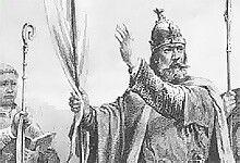 Tryggvason flyktet til Holmgard (dagens Novgorod/Russland)som barn fordi familien ble forfulgt i Norge(Olav var sønn av en småkonge)På veien skal olav blitt tatt som trell.Han fra Russland som ung med en vikingflåte han plyndret og herjet vilt i landene rundt Nordsjøen.Fullastet med engelsk sølv reiste han mot fødelandet Norge.Som Oldebarn av Harald Hårfagre krevde han kongekronen, og kjøpte seg vennskap hos norske stormenn.Sølv, flaks og våpenmakt gjorde han til konge å styrte Norge i 5 år.