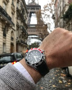 Holidays are here, get the best for your loved ones with #hughcapet. Lasciva model PL44044.04 at $520, worldwide shipping included #swissmade photo by @patrickcolpron