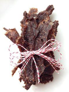 Easy Soy-Free, Gluten-Free Low-FODMAP Paleo Beef Jerky via @lexieskitchen