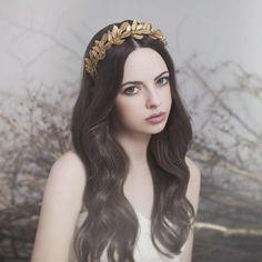 Estel headpiece by Viktoria Novak  https://www.bohemianbop.com/product/bohem-athena-dre