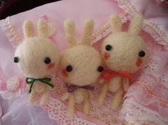 Needle felt bunny von drivethruvintage auf Etsy