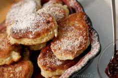 Polish Yeast Pancakes:Ingredients for two plates of pancakes:  1/2 kg of wheat flour  50 g of fresh yeast (half conventional packaging) or 25 g of dry  pinch of salt  1 - 2 tablespoons of sugar  1.5 cups of lukewarm milk  1 egg  richly covered with jam or chocolate dripping. Let us for a moment and the near fornication - that have their life ... Often the dough I add the sliced apples or raisins, only then is the feast ... ;). Polish Recipes, New Recipes, Sweet Recipes, Snack Recipes, Dessert Recipes, Cooking Recipes, Snacks, Desserts, Pancakes