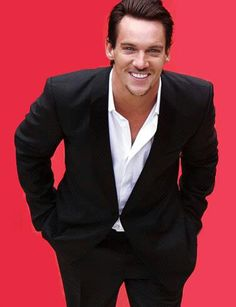 Johnathan Rhys Meyers I love when he smiles. Jonathan Rhys Meyers, Jeremy Northam, Beatiful People, Matthew Mcconaughey, Celebrity Crush, Sexy Men, Hot Men, Actors & Actresses, Beautiful Men