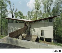 Modern Tree House Designed by Frank Harmon Architect, located in Raleigh, North Carolina. Set in a grove of Birch Trees on steep property. Our sense of house exterior is altered. Concept Models Architecture, Roof Architecture, Roof Design, House Design, North Carolina, Luxury Tree Houses, Modern Tree House, Butterfly Roof, 21st Century Homes