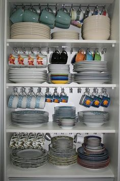 kitchen storage ideas, tableware storage ideas, storage solution or kitchen – organization Kitchen Room Design, Kitchen Cabinet Design, Home Decor Kitchen, Interior Design Living Room, Eclectic Kitchen, Kitchen Themes, Interior Modern, Kitchen Furniture, Table Furniture