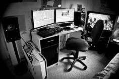 dual monitors, headphone hook, tv, nice PC case