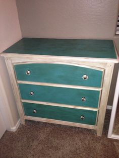 Annie Sloan Chalk Paint: Old White, equal parts Florence + Provence, dark wax. Painting Furniture, Furniture Makeover, Furniture Ideas, Home Furniture, Refurbished Dressers, Dark Wax, Annie Sloan Chalk Paint, Furniture Restoration, Provence