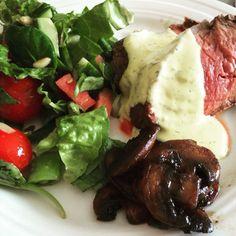 Ytre,champignon,salat og bearnaisesaus
