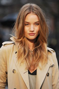 Black Velvet Chair: Style files - Ombre hair & Rosie Huntington-Whiteley: she is perfect Zooey Deschanel, Rosie Huntington Whiteley Height, Love Hair, Great Hair, Black Velvet Chair, Cabello Zayn Malik, Champagne Blonde, Hair Color Dark, Hair Colour