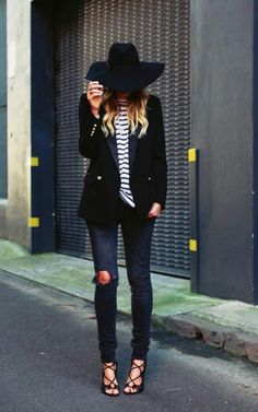 Best Outfit Ideas For Fall And Winter Description outfit inspiration - black blazer, stripe shirt, ripped skinny jeans, sexy strappy heels + Mode Outfits, Casual Outfits, Girly Outfits, Casual Dresses, Looks Jeans, Looks Chic, Inspiration Mode, Fashion Inspiration, Inspired Outfits