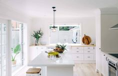 Hannah blackmore photography interior homes photography three birds renovations white kitchen Style At Home, Three Birds Renovations, Decor Inspiration, Kitchen Inspiration, Cheap Pendant Lights, Breakfast Bar Kitchen, Cuisines Design, Open Plan Living, Ikea Kitchen