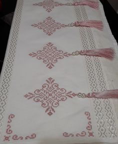 Nice embroidery stitch towel with pattern schema. Embroidery Thread, Cross Stitch Embroidery, Embroidery Patterns, Cross Stitch Patterns, Crazy Quilting, Bargello, Learn To Crochet, Cross Stitching, Needlework