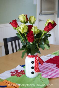 Adorable snowman vase from @Kathryn Whiteside Kimmons Reason To Skip The Housework to decorate your come for the holidays! #fabulouslyfestive