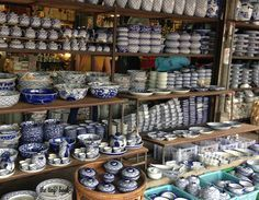 Chatuchak weekend market in Bangkok. China and porcelain. http://www.thetinybook.com/chatuchak-fever/