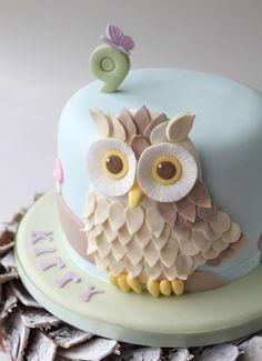 Adorable owl cake.
