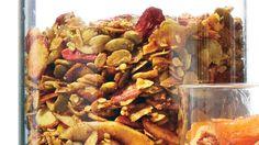 For an even bigger boost, this version also has turmeric, ground ginger, and goji berries. #granolabars #granola #lowsugar #healthysnacks #homemade #fruit #greekyogurt #highprotein