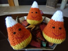 Will Knit For Beer: Candy Corn Pattern Free craft and Knitting pattern Knitting Blogs, Loom Knitting, Knitting Patterns Free, Knitting Projects, Crochet Projects, Crochet Patterns, Knitting Ideas, Crochet Pumpkin, Crochet Fall