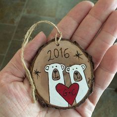 Couples Bear Ornament With Heart - Polar Bears Engagement Ornament - First Christmas Ornament - Hand Painted Wood Burned Wedding Gift Wood Ornaments, Personalized Christmas Ornaments, Diy Christmas Ornaments, Christmas Decorations, Ornaments Design, Wood Burning Crafts, Wood Burning Art, Noel Christmas, Rustic Christmas