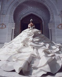 Discovered by Find images and videos on We Heart It - the app to get lost in what you love. Princess Wedding Dresses, Dream Wedding Dresses, Bridal Dresses, Wedding Gowns, Bridesmaid Dresses, Ball Dresses, Ball Gowns, Said Mhamad Photography, Vestidos Fashion