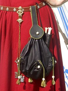 Pouch purse for a woman, late medieval Renaissance Costume, Medieval Costume, Renaissance Clothing, Medieval Fashion, Medieval Dress, Renaissance Fair, Medieval Belt, Historical Costume, Historical Clothing