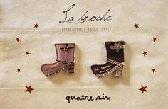 レザー風ブーツのブローチ .●素材について:プラバン、ブローチピン、UVレジン、ビーズなど