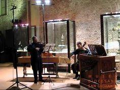 Corelli, Sonata da chiesa in Fa maggiore, op. 5 n. 4 - V. Furniture, Home Decor, Violin, Homemade Home Decor, Home Furnishings, Interior Design, Home Interiors, Decoration Home, Home Decoration