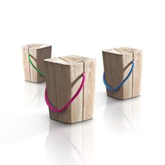 Italian studio Emo Design has created the Hug Stool for Elite Kriterio Srl. The stool is handcrafted from teak or white teak and comes with string handle Wooden Stool Designs, Wooden Furniture, Furniture Design, Indoor Outdoor Furniture, Outdoor Stools, Outdoor Seating, Creation Deco, Wood Stool, Deco Design