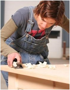 Free Woodwork Project Plans for Beginners - Here's a bunch of beautiful but simple woodwork projects that you can create even if you don't have a lot of experience or a fully equipped woodshop.