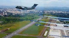 Avião Militar Cargueiro Embraer KC-390 que é fabricado em São José dos Campos, sobrevoando o Aeroporto Internacional da cidade