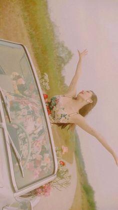 Meltem — Flower Shower You are free to use them! Computer Wallpaper, Girl Wallpaper, Wallpaper Backgrounds, Wallpapers, K Pop, Hyuna Kim, Creepy Vintage, Flower Shower, E Dawn
