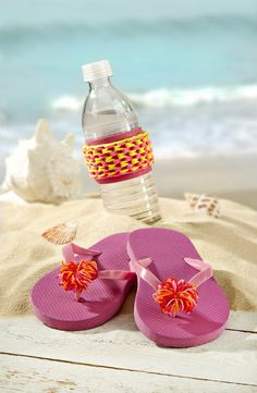 Stretch Band Summer Projects | #DIY Rubberband Flip Flops and #DIY Rubberband Koozie | Directions available on Joann.com