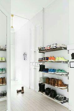 Cada uno de nosotros tiene sus propios gustos. En plantillas Coimbra hemos querido conocer los de cada persona: buscando donde guardan los zapatos. Más información: www.plantillascoimbra.com