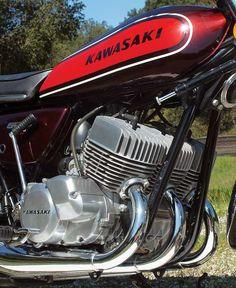 Kawasaki 500 Two-Stroke Triple Flat Track Motorcycle, Motorcycle Memes, Motorcycle Engine, Motorcycle Style, Custom Street Bikes, Custom Motorcycles, Custom Bikes, Kawasaki 500, Kawasaki Motorcycles
