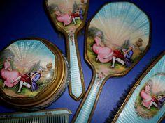 . Dresser Vanity, Dresser Sets, Vanity Set, Antique Vanity, Vintage Vanity, Shabby Vintage, Victorian Dressers, Vintage Dressers, Vintage Dressing Tables