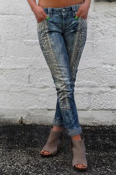 Live out your wildest bohemian dreams in a pair of cuffed skinny jeans styled with Aztec-inspired embroidered pattern at front, with distressing, silver hardware, fading and whiskering. Skinny Jeans Style, Denim Fashion, Boho Fashion, Fashion Outfits, Womens Fashion, Clothing Sites, Diy Clothing, Lace Jeans, Outfits