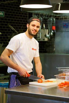 Preparation of tomatoes - L'Osteria Dresden | Pizza E Pasta