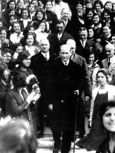 """""""Ey Türk Gençliği! Birinci vazifen, Türk istiklâlini, Türk Cumhuriyetini, ilelebet, muhafaza ve müdafaa etmektir."""" Mustafa Kemal Ataturk"""