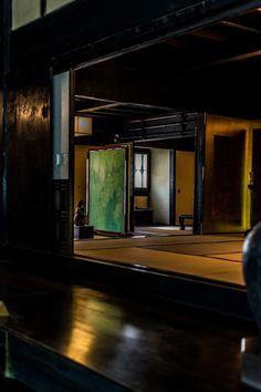 Traditional Japanese room, Washitsu 和室 . Photography by kei1953 on photohito