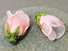 Lampwork glass beads Flower Set of 2 Glass by JewelryBeadsByKatie  #lampwork #lampworkbeads #beads #glassbeads #beadsupplies 🌼