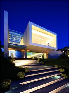 "Illuminated cube  - a ""wow"" element - Residence in Ekali"