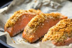 Spice up your salmon dish by adding this Macadamia, Coconut & Finger Lime crust! Paired perfectly with fresh salmon and a garden salad, you can't go wrong! Crusted Salmon, Baked Salmon, Gg Crackers, Kettle Chips, Lime Recipes, Salmon Dishes, Fish And Meat, Healthy Food Choices, Organic Recipes