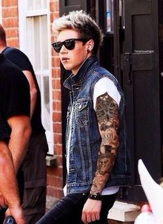 Punk Niall<<<<<<< WHAT!!!!! WHY DID YOU THINK IT WAS OK TO DO THIS!!!!!!! FANGIRL DOWN!!!! I REPEAT FANGIRL DOWN!!!!! ASDFGHJKL