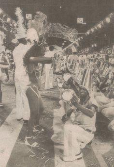 O Kolombolo Diá Piratininga, que batalha pela valorização do samba paulista, convida interessados a ajudar a Lavapés sair na avenida.