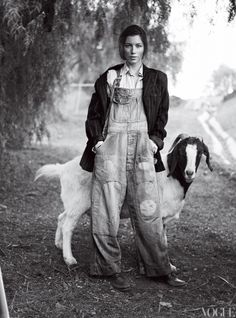 Jessica Biel photographed by Mario Testino for Vogue US Feb Animal portraits yes please. Mario Testino, Jessica Biel, Farm Fashion, Look Fashion, Rustic Fashion, Country Fashion, A Well Traveled Woman, Magnolia Farms, Vogue Us