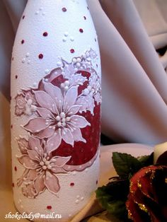 Very pretty bottle art Wine Bottle Glasses, Wine Bottle Art, Painted Wine Bottles, Hand Painted Wine Glasses, Lighted Wine Bottles, Bottle Lights, Bottles And Jars, Wine Glass Crafts, Wine Bottle Crafts