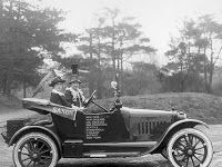 Alice Snitzer Burke and Nell Richardson in 1916. They toured through 25 states in this Saxon automobile.